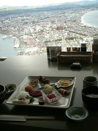 Restaurant Genova: 函館山展望台レストランジェノバにて_眺望を楽しみながらのランチ