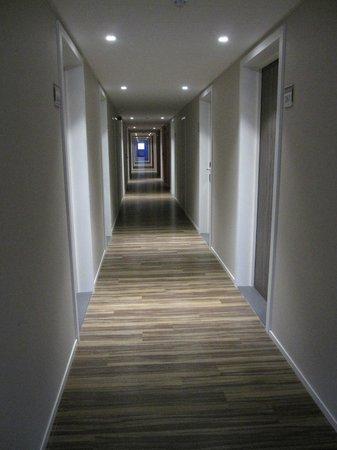 Royal Astrid Hotel : Couloir de la partie rénovée