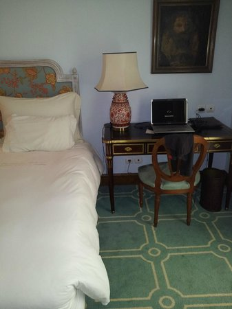 Pestana Palace Lisboa Hotel & National Monument: Standardzimmer