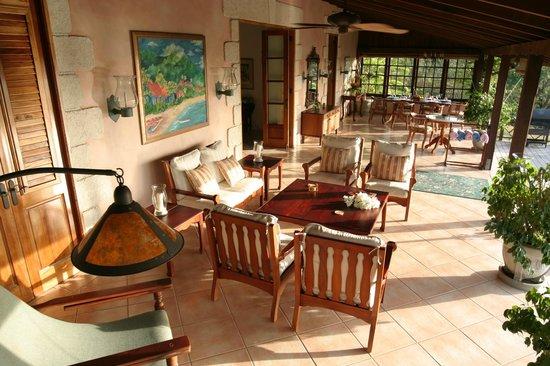 The Villas at Stonehaven: Villa Verandah - outdoor living and dining space
