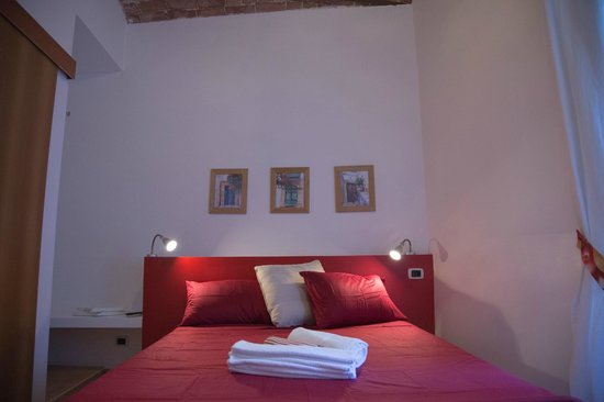 Fruit Rooms: Stanza Melograno, matrimoniale con possibilità di aggiungere un letto singolo e con bagno privat