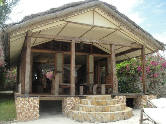 Seasons Lodge Zanzibar: The well-ventilated villa with its private garden and ocean view