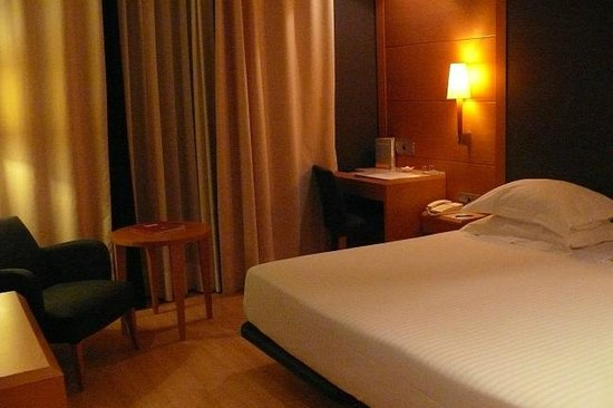 Barcelona City Hotel Universal: 泊まったお部屋。可もなく不可もなくです。バスタブあったのでよかった。