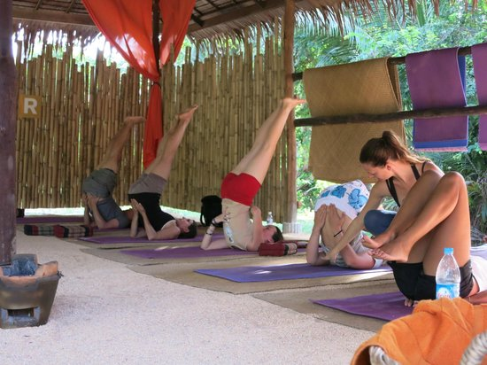 Grounded Koh Tao's Wellbeing Center : yoga class