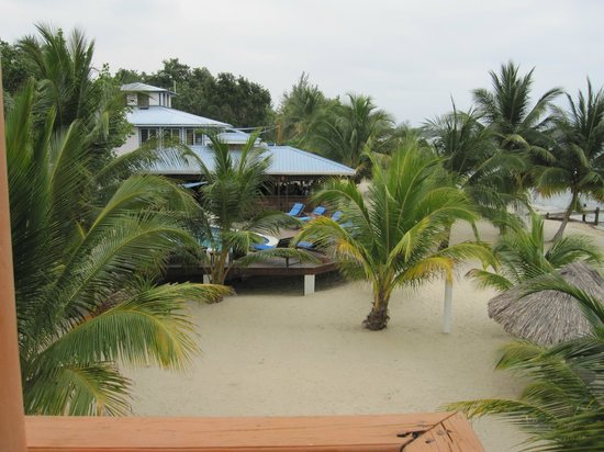 Maya Beach Hotel : Pool and Bistro
