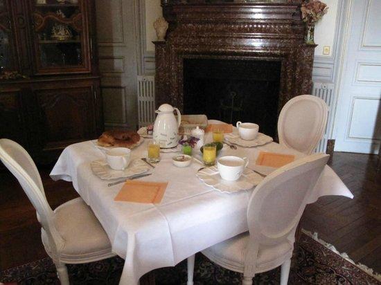 Chateau Bouvet Ladubay: Mesa de desayuno