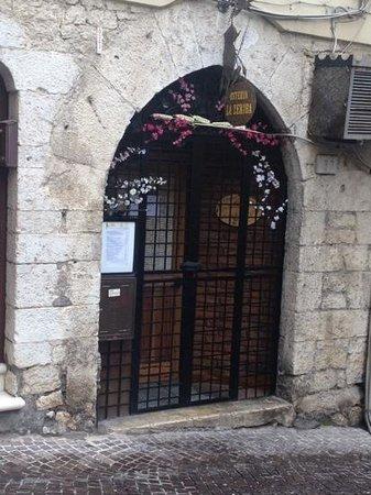 Alatri, Italia: chiusa a pranzo