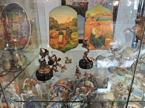 Na Torgu Gallery: Сувениры выставочные экспонаты, фото сделаны с разрешения работников галереи