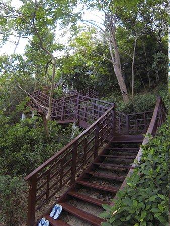 Zeavola Resort: die Treppen zur Pool Villa
