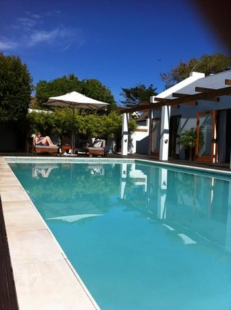 Beluga House: chilling by the largest pool in Hermanus!