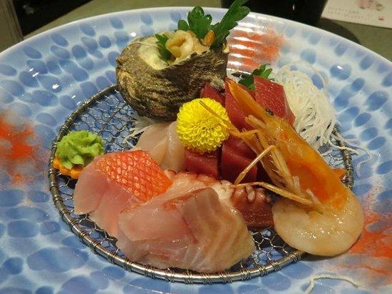 Inatori Tokai Hotel Yu-en: 2種類を選べるお刺身♪金目とイサキを注文。