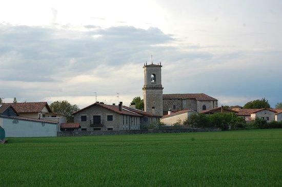 Agroturismo Arkaia y la iglesia de Arkaia
