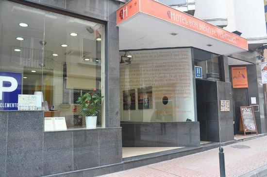 Hotel Don Diego De Velazquez: Fachada del Hotel