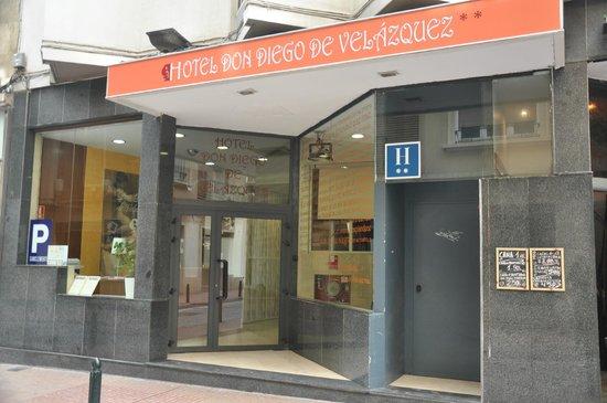 Hotel Don Diego De Velazquez: Fachada