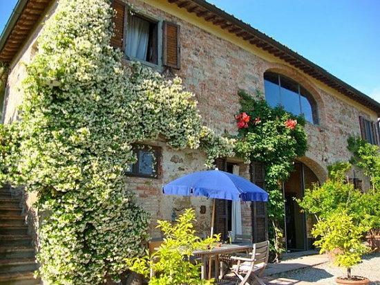 Il Grande Prato: blooming roses and jasmine