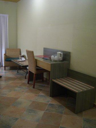 Hotel de la Moneda: escritorio- salón