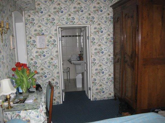 Hotel Ermitage : Sicht zum Badezimmer