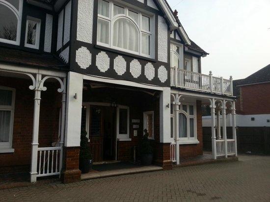 Gatwick Belmont Hotel & Restaurant: -