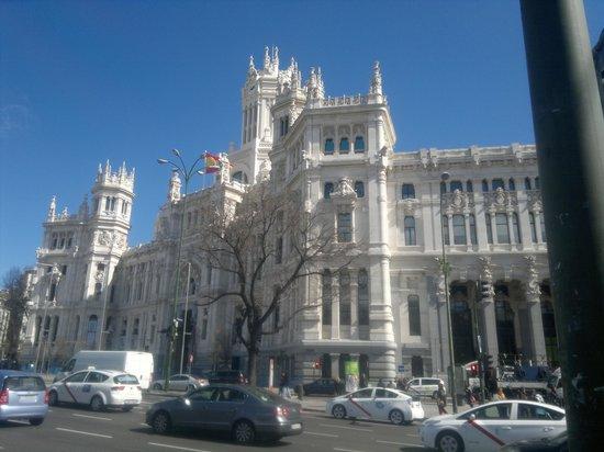 Catalonia Gran Via: Palacio de Cibles expositie kunstbezit huis Alva