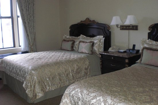 The Lucerne Hotel: Double beds