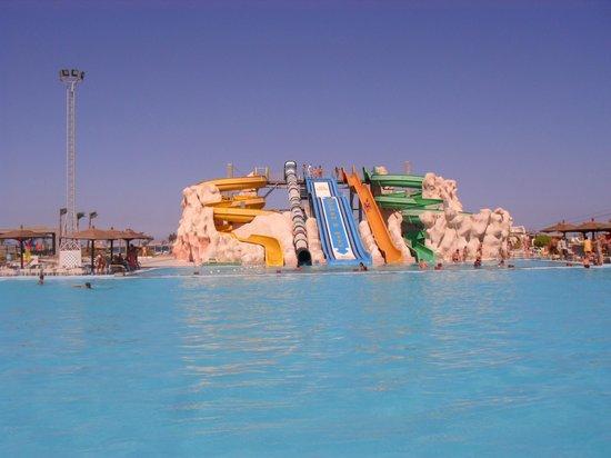 Golden 5 Paradise Resort: горки