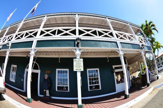 BEST WESTERN Pioneer Inn: ホテルの玄関