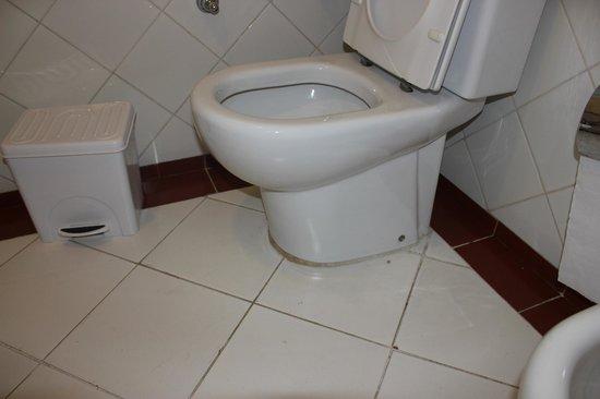 Vasca Da Bagno Ruggine : Buco con ruggine nella vasca da bagno picture of paradisus