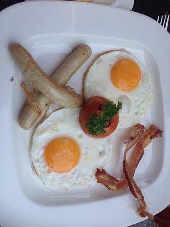 M Bistro: Breakfast set, so jummy jummy