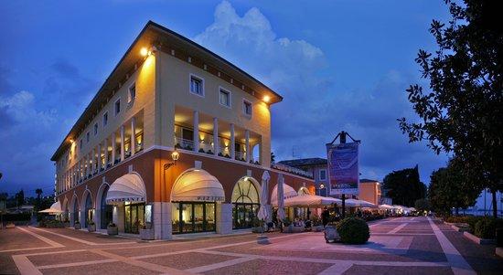 Hotel Vela d'Oro: Le luci del crepuscolo