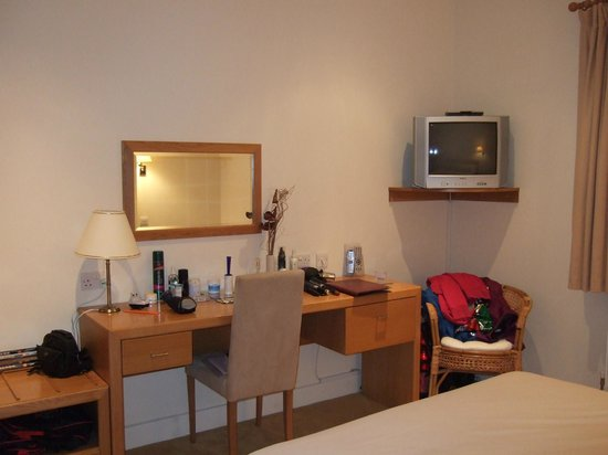 Llwyn Onn Guest House: Bedroom - dressing table/area