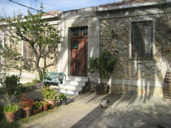 Agriturismo Il Bergamotto: One of the buildings