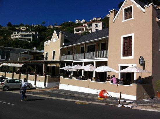 Chapmans Peak Hotel Restaurant: View of Chapmans Peak Hotel and Restaurant