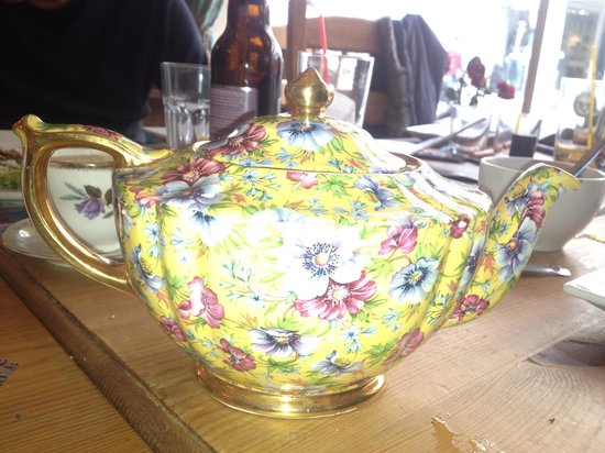 The Wonky Table: Cute teapot