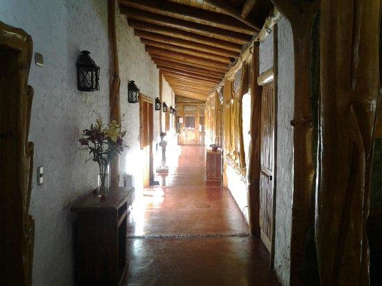 Santuario del Rio: Pasillo interior hotel