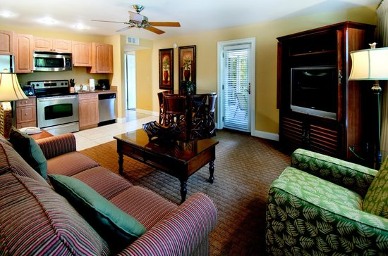 Holiday Inn Club Vacations at Bay Point Resort: Separate living room with pullout sofa