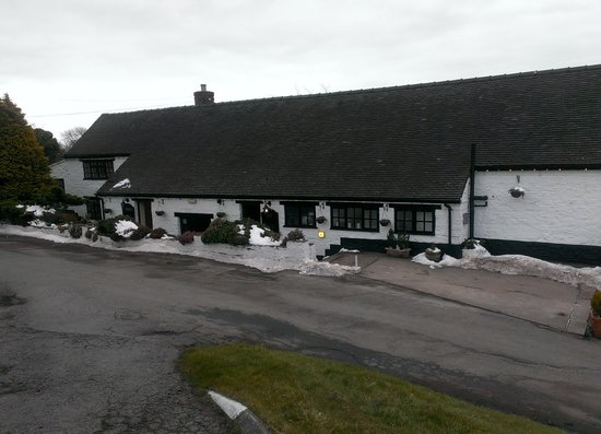 The Dog & Partridge Country Inn & Hotel: This is the view from the road