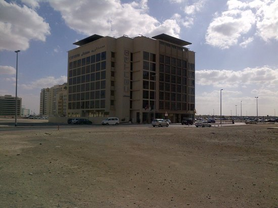 Centro Barsha: View from outside