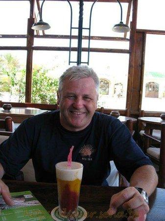 Jobo's Sports Bar & Restaurant : Man at drink