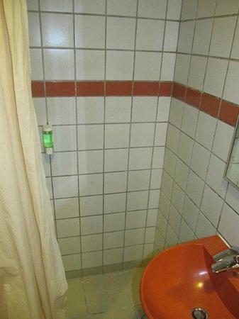 Robertson Quay Hotel: Shower