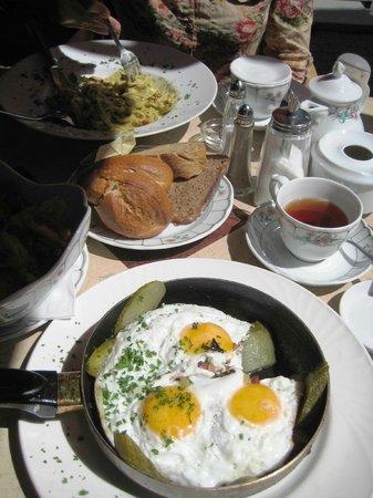 Café Merci: Bauernsalat (Farmer's salat)