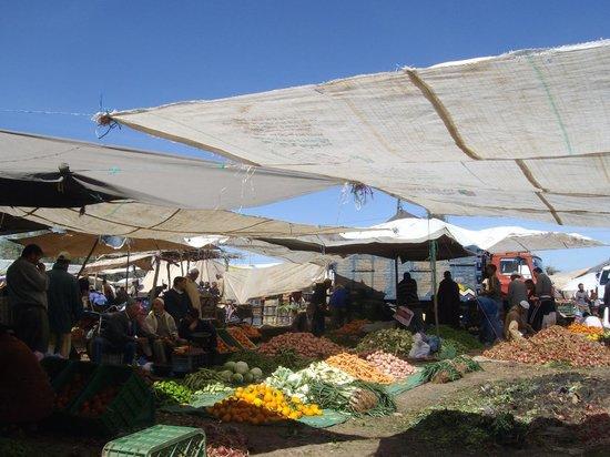 Setti Fatma et les 7 Cascades: marché Berbère