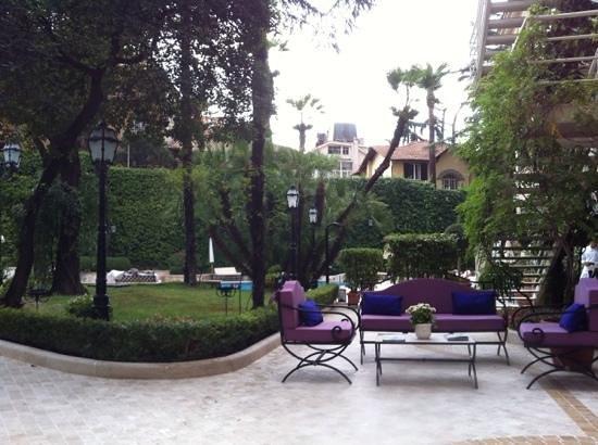 Aldrovandi Villa Borghese: возле бассейна