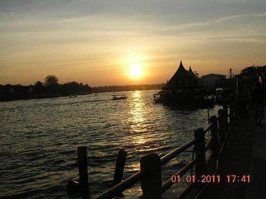 Amphawa, Thaïlande : ก่อนพระอาทิตย์จะลับขอบฟ้าที่ อัมพวา สมุทรสงคราม