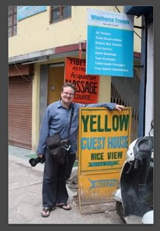 Yellow Guesthouse: Posing with the Yellow. That's my friend Mats.