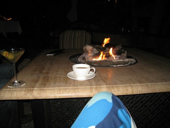 L'Auberge de Sedona : evening tea by the fire tables
