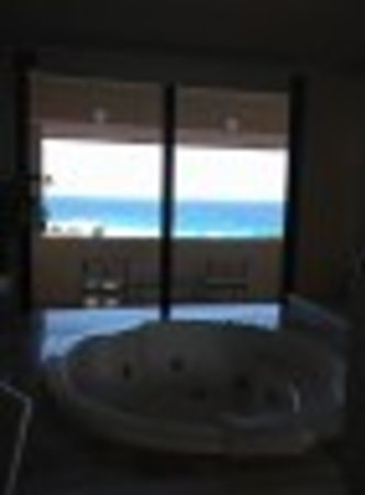 Omni Cancun Resort & Villas: Jacuzzi tub villa 1532- what a view! Villa was just fantastic!