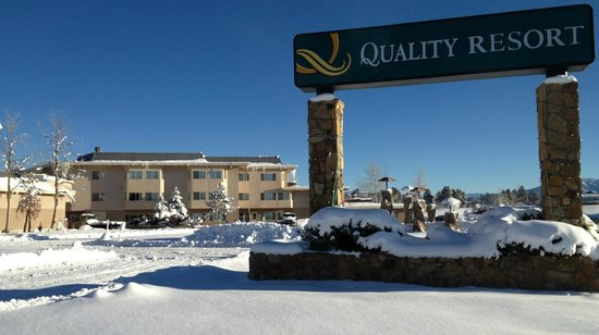 Quality Resort: Front View