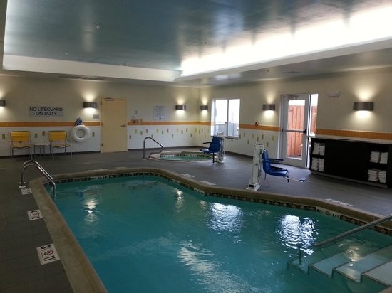 Fairfield Inn Suites Hutchinson Pool