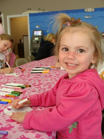 Summer Bay Orlando By Exploria Resorts: My two year old enjoying one of the many fun crafts!