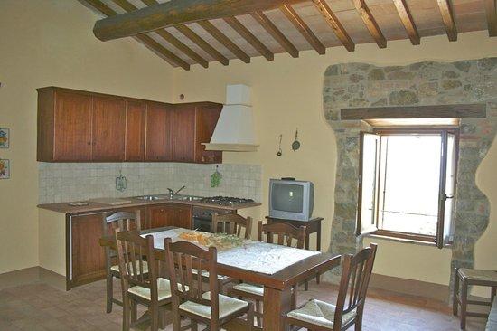 Cucina/soggiorno Arredata secondo il vecchio stile contadino ...
